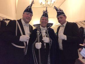Vlnr: Adjudant Gerco Weeink, prins Rudi Jansen en adjudant Jesse Overbeek