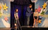 Buikspreken, goochelen en zingen op Kinderschoolfeest