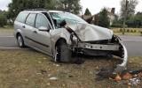 Auto botst hard op boom op Markeloseweg