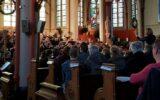 In Between en jeugdorkest Wittrock betoveren volle kerk