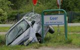 Auto in de sloot bij begraafplaats