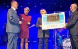 Aqua Plus schenkt Stichting Stadsregge 15.000 euro voor Stoetenbrug