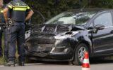 Auto botst achterop vrachtwagen op rijksweg N346