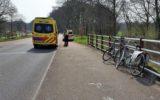 Fietser gewond na val op brug