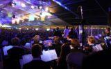 80-jarige laat Tent swingen met eigen polka