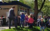 Goorse schoolpleinen worden groener