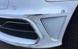 Petra treft auto met schade aan en zoekt dader