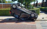 Auto slaat over de kop na aanrijding