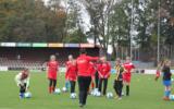FC Twente Vrouwen traint Goorse voetbalmeiden