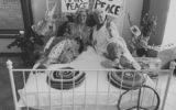 Hippiesparty van jarigen Yentl en Wilma