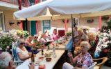 Kleintje Seniorenschoolfeest voor bewoners Blankenvoorde