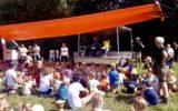 Feestelijke optredens en drukte tijdens Bonte Avond Kinderkamp