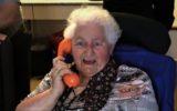 Stoevelaar wil 'wondertelefoons' voor ouderen